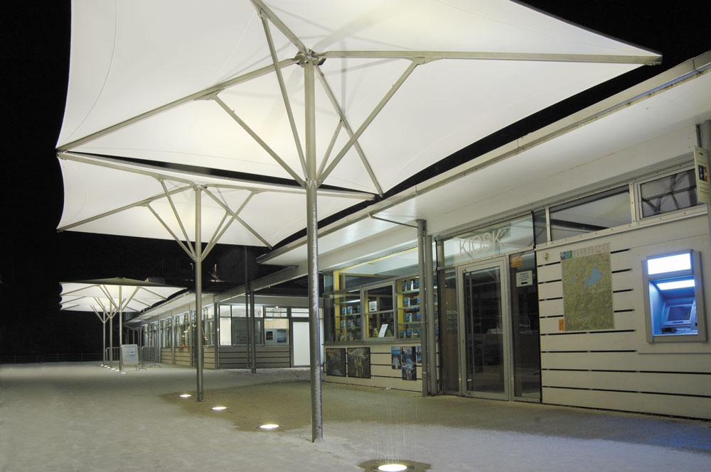 Schirm aeronautec Architekturschirm Chiemsee Schiffahrt Gstadt Sonnenschirm Bahama, sturmsicher, barrierefrei