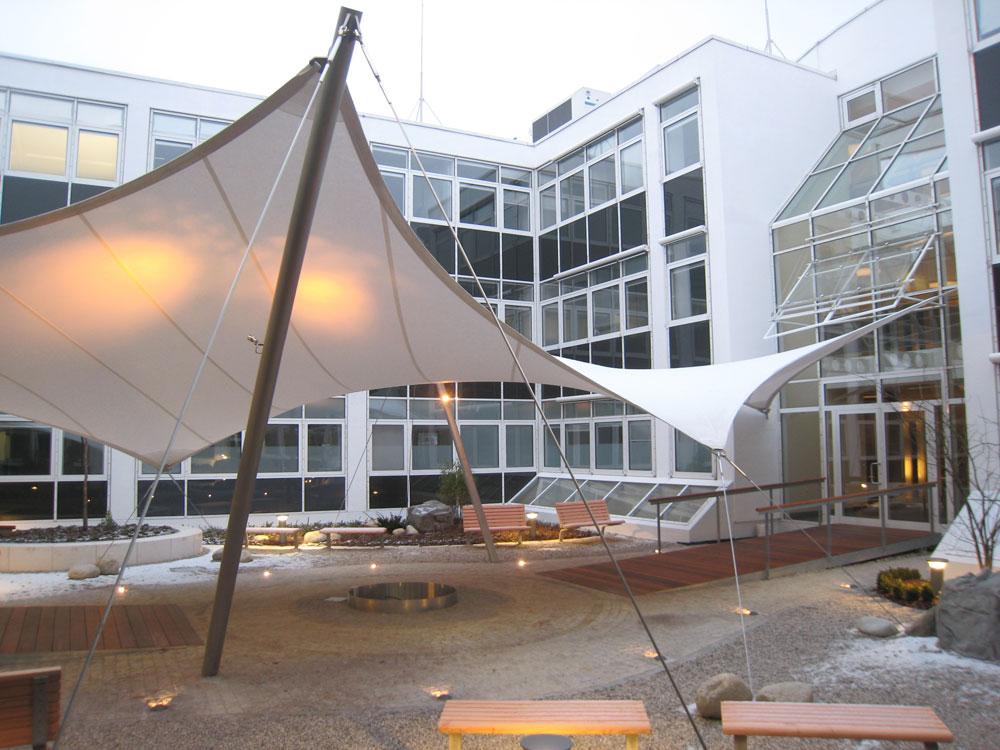aerosun® 365 Mehrpunktsegel Kindergarten, Sonnensegel im Eingangsbereich
