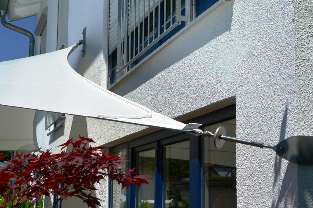 aeronautec Design- Segeleck mit Wasserstop aufgenähter Regenleitrinne auf dem Sonnensegel
