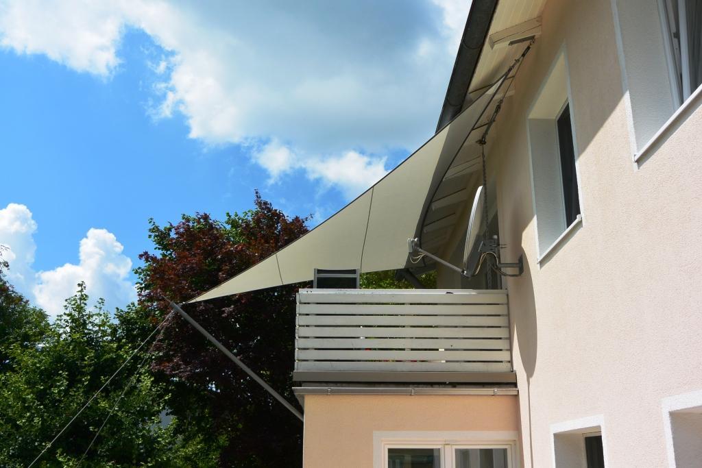 Dreipunkt Sonnensegel als Balkonüberdachung