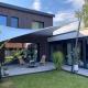 Holzhaus, Hausbau, Wetterschutz, Design, aerosun® 365 Mehrpunkt- Sonnensegel, Terrasse - wasserdicht & sturmsicher