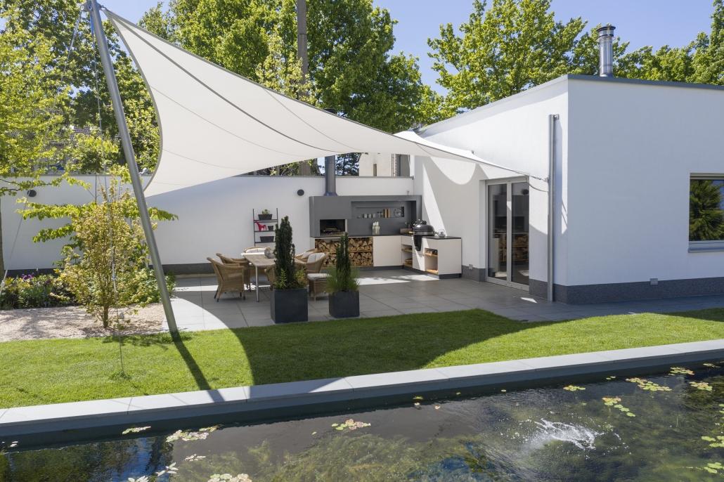 Outdoorküche, Außenküche, Poolbereich, Überdachung Pool, aeronautec Mehrpunkt- Sonnensegel, Ganzjahressegel- wasserdicht, schneefest & sturmsicher, optimaler Terrassenschutz