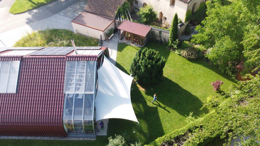 aerosun®180 Mehrpunkt Sonnensegel - wasserdicht & sturmsicher, Drohnenfoto, exklusiv, Membrandach, Hausbau, Terrasse